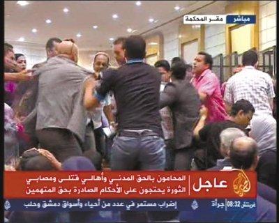 穆巴拉克被判终身监禁 被送监时哭泣不愿下机