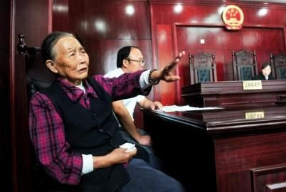 李兰渝老人在法庭上不认同儿媳的辩护。