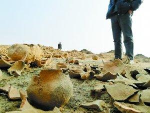 甘肃永登古墓遭200名盗墓贼盗掘 400村民抓贼
