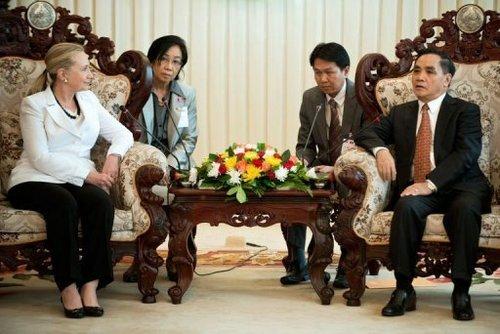 希拉里绕中国半圈访9国 评论称美已卷入南海