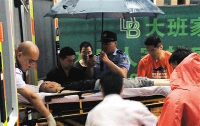 北京12岁男孩在昨日雷雨中被倒塌围墙砸死(图)