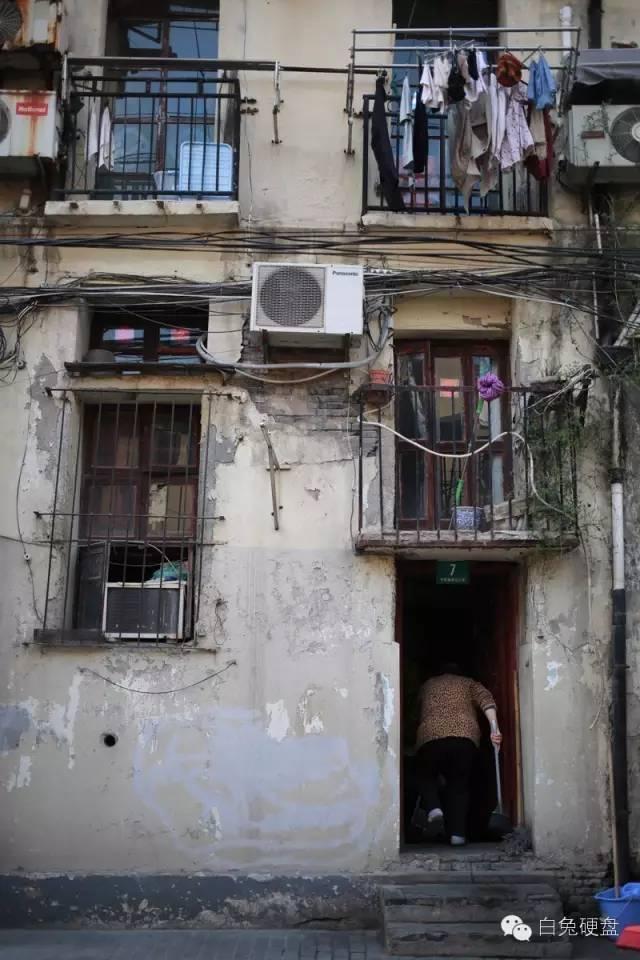 在上海街头,我学会了另一种观看方式