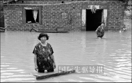 中国年年抗洪引思考 98年后仍频现豆腐渣工程