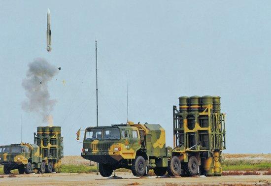 解放军某新型防空导弹首次实射两发两中(图)