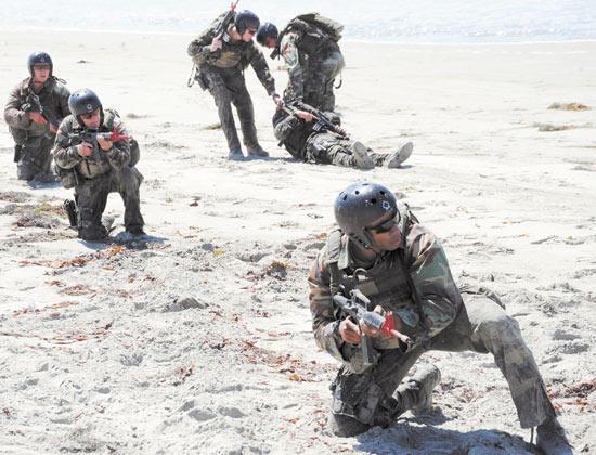 训也是美军特种部队的常规业务之一-菲海警接受海豹突击队培训 以图片