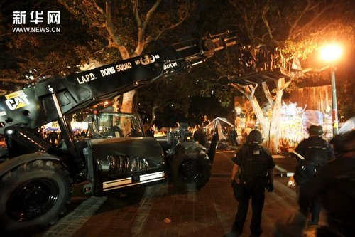 """洛杉矶警方清场""""占领者"""" 出动直升机(组图)"""