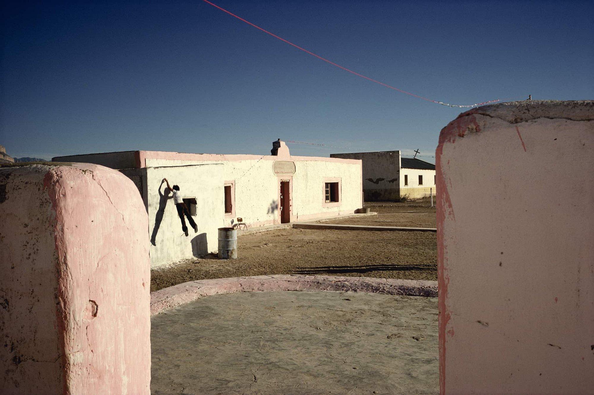 专访玛格南摄影师Alex Webb 狂热色彩与复杂构图里的街头