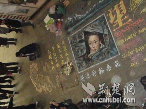 独腿乞丐武汉街头绘画 卖画所得捐玉树(图)