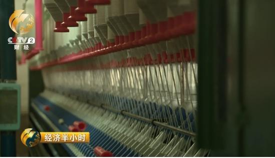 瑞生棉业有限公司经理李兆新告诉记者,他们企业刚刚新上了紧密纺和竹节纱两套先进的设备。