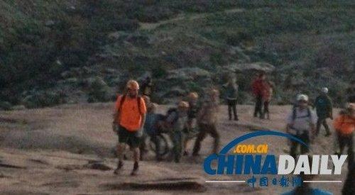 中国游客违反禁令私自攀爬美国公园拱石摔重伤