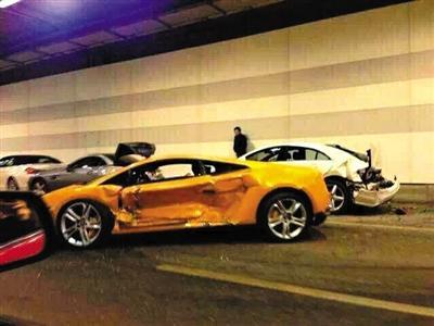 北京豪车相撞维修至少200万 车主系在校大学生