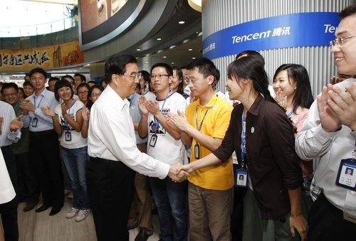 胡锦涛考察腾讯公司获赠QQ号 勉励员工(图)