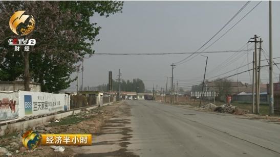 夏津县棉花行业协会会长邱立昌告诉记者,市场门前这条路以前有棉花加工企业几十家,现在只剩下三四家还在经营。