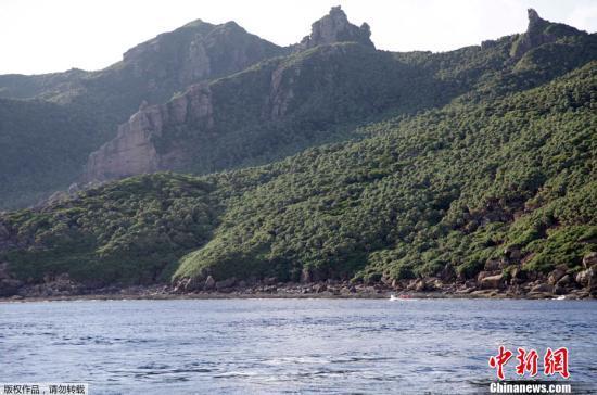 中国海警舰船编队在钓鱼岛领海内巡航