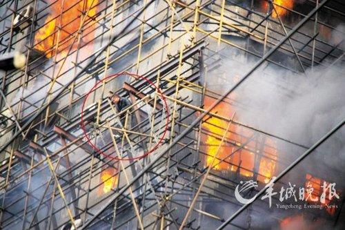上海大火烧透28层高楼