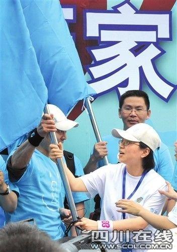 """""""壹家人壹起走"""" 李连杰用脚步丈量爱心(组图)"""