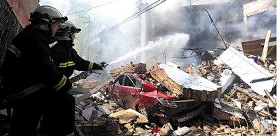 北京和平里居民楼燃气爆燃事故致6死1伤(图)