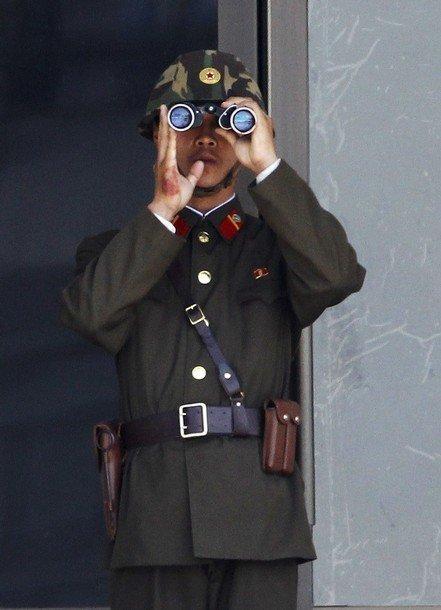 朝鲜人民军配发迷彩钢盔