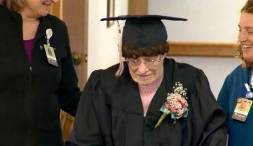 美国103岁老妇获高中毕业证 称人生才算成功-美国高中网
