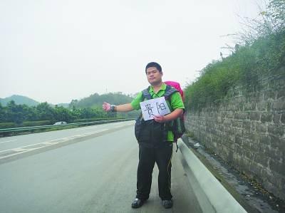 中国 搭车/开着自家一百多万的豪华汽车兜风时,吴大伟几乎从没注意过路边...