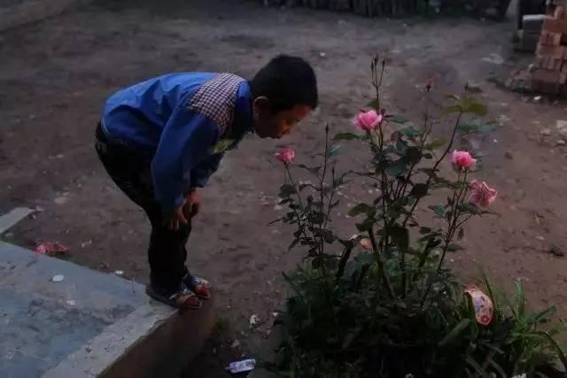 留守与儿童。摄影/刘飞越
