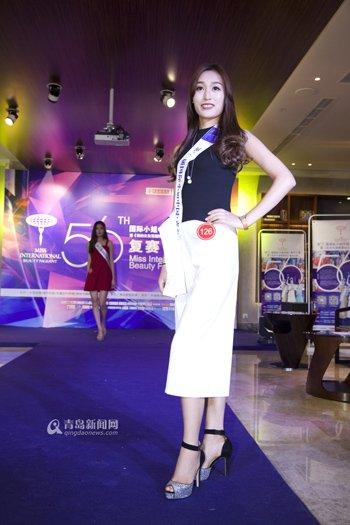 青岛小姐_国际小姐青岛半决赛 佳丽穿旗袍秀美腿