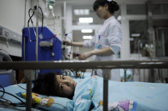 留守妈妈带3孩子自杀续:两女孩已现肾功能衰竭