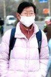 爆炸浓烟污染空气 市民戴口罩上街