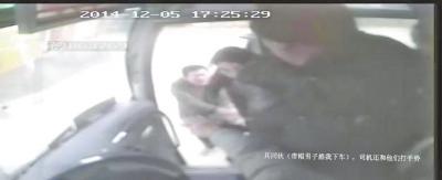 女孩大巴车上遭猥亵呼救 司机和乘客无动于衷(图)