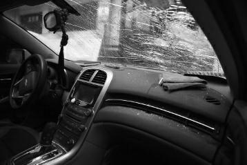 男子嫌前车慢用匕首捅司机 9岁女孩:别杀我爸