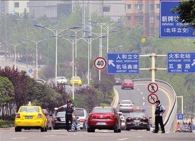 重庆警方称军警搜山系迷惑嫌犯 一警犬被累死