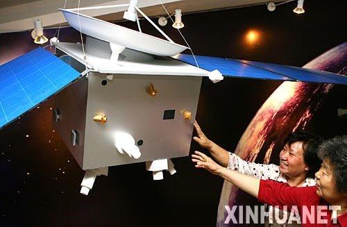 萤火一号火星探测器模型亮相珠海航展