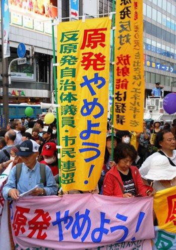 参加者不分男女老幼,其中不乏从外地赶来东京的民间团体。