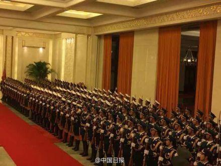 解放军仪仗队已集结成列
