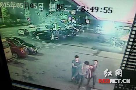 醉酒女生被3名男同学抬入酒店 遭性侵后死亡(图)