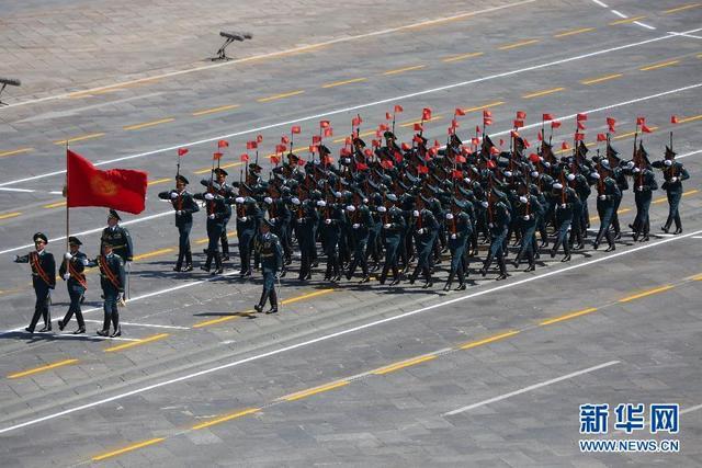 吉尔吉斯斯坦方队走过天安门广场