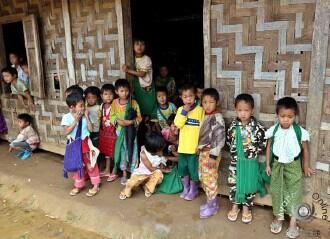 缅政府军与克钦军冲突升级 近千村民教堂避难