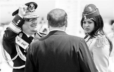 卡扎菲训练美女保镖敢死队