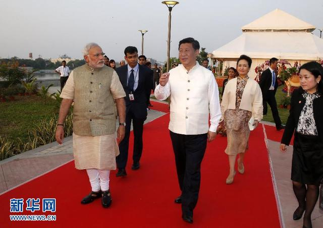 习近平访印先赴总理莫迪家乡 两人举行散步外交