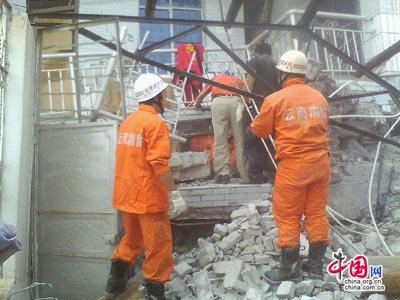 云南盈江县发生5.8级地震 消防部队已救出7人