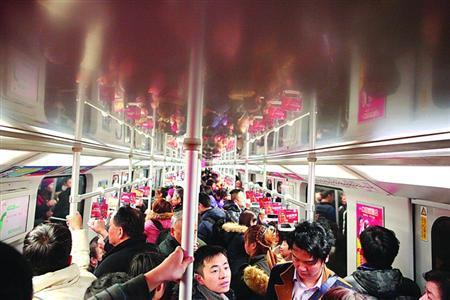春运返程高峰来临 今日将有超34万人乘火车抵沪