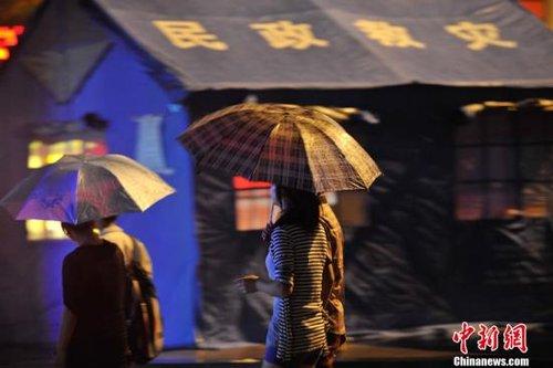 云南彝良震区遭洪涝灾害 警方营救百名被困群众