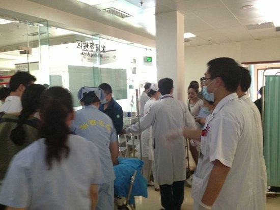 成都军区总医院救护人员将搭乘直升机赶赴震区