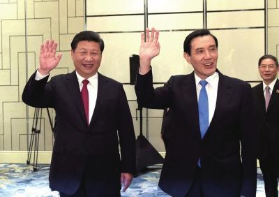 """""""习马会""""两人握手80多秒 为配合记者挥手致意"""