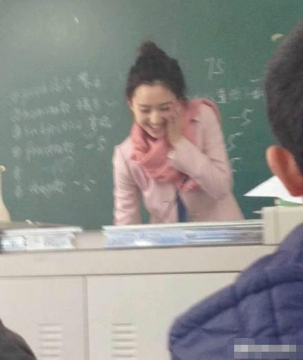 大学美女老师酷似刘诗诗 男生出勤率爆表(组图)