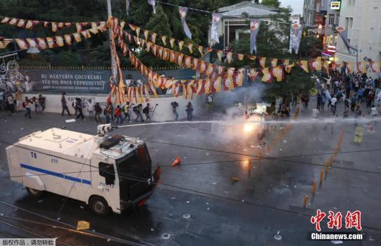 土耳其疑遭IS恐袭至少30人死 总理誓言加强警戒