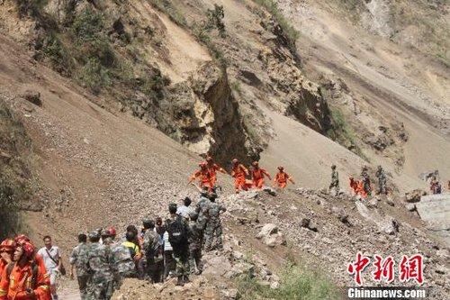 彝良地震灾区:落石、滑坡频繁(图)