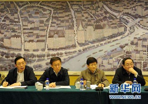 """11月16日凌晨,国务委员、公安部部长孟建柱宣布成立国务院上海""""11·15""""特别重大火灾事故调查组。新华社记者 金良快 摄"""