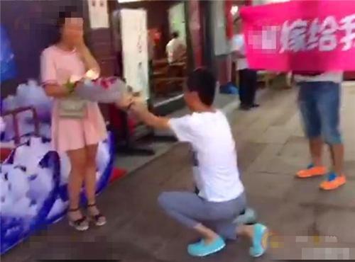 男子求婚时说房产证写你名字,女友拒绝:这是在侮辱我!大反转!