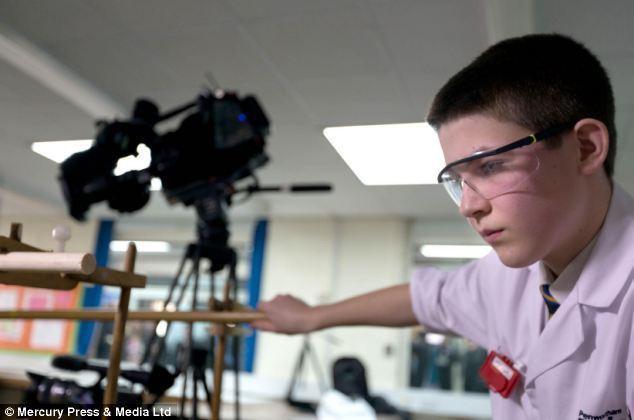 英国13岁学生完成核聚变实验 打破世界记录